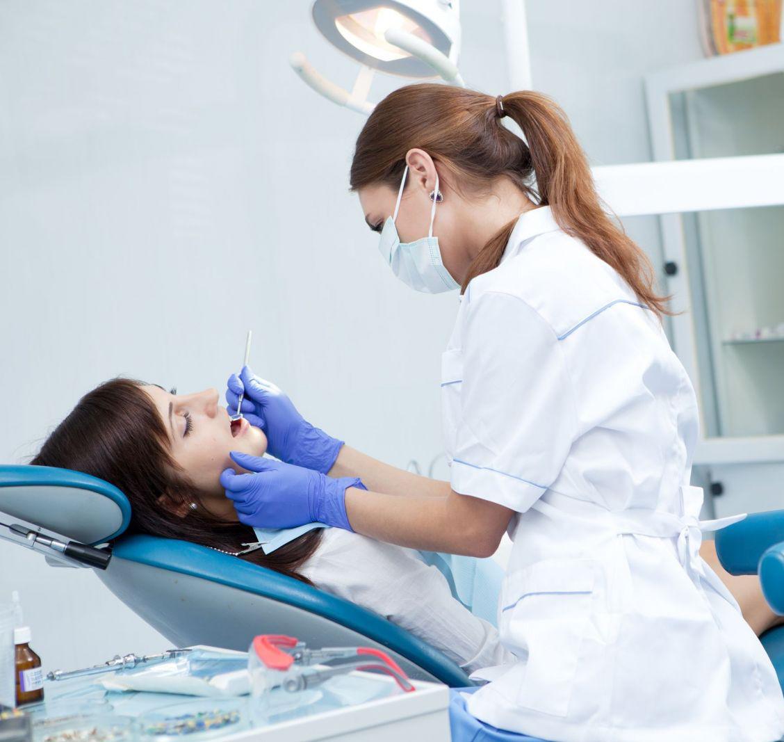 Mau hálito: quem deve tratar, médico ou dentista?